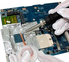 Proteção de componentes da placa feita com fita de alumínio