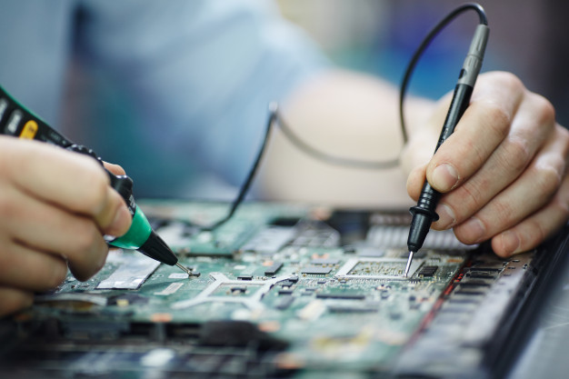 Manutenção na Bancada Eletrônica
